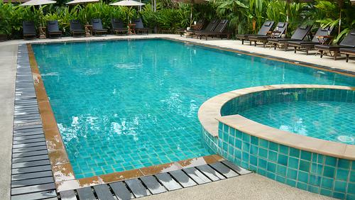 Zwembad aanleggen kosten prijzen en mogelijkheden - Klein natuurlijk zwembad ...
